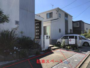 右折後、左手2軒目(自宅)の裏にビコットがあります。自宅前のスペースが、お客様専用駐車場です。